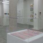 Ausstellungsansicht in der Galerie Stephanie Kelly Dresden, mit Ronald de Bloeme, Gabriela Volanti und Jonas Lewek, kuratiert von Kerstin Flasche
